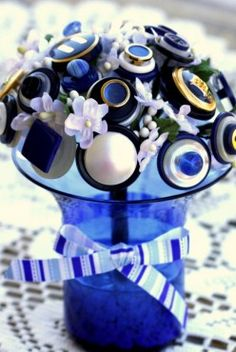 Button Wedding Theme Ideas: Bouquets, Wedding Cakes, Invitations, Favors, and More