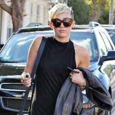 Miley Cyrus in Karen London rings