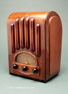 "Emerson Model AU213 ""Ingraham Cabinet"" Tube Radio   Collectors Weekly"