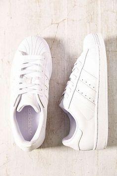Porque el blanco jamás pasará de moda. #MeGusta #Shoes #SportChic