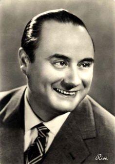 """Revue and comedy star Mario Riva, presenter of """"Il Musichiere""""."""