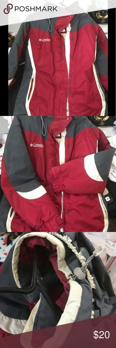 Women's Columbia jacket large No rips is slightly yellow where white it I will wash it good before shipping. Been sitting in my closet for over a year lol. Otherwise good shape Columbia Jackets & Coats