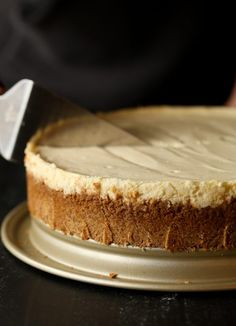 Perfect Cheesecake doesn't have to be intimidating! I've created the creamiest, smoothest cheesecake recipe that is easy to make and will always turn out perfect. PLUS I have some tips that will guarantee success! Perfect Cheesecake Recipe, Basic Cheesecake, Coffee Cheesecake, How To Make Cheesecake, Homemade Cheesecake, Easy Cheesecake Recipes, Pie Recipes, Yummy Recipes, Pastries