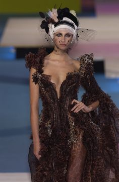 Christian Lacroix at Couture Spring 2002 - Runway Photos