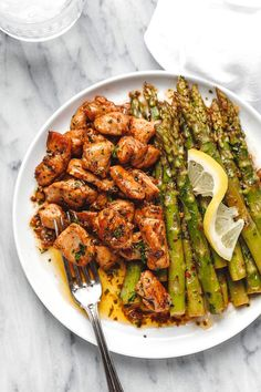 Garlic Butter Chicken Bites and Lemon Asparagus - - So much flavor and so easy to throw together, this chicken and asparagus recipe is a winner for dinnertime! - by recipe healthy Garlic Butter Chicken Bites with Lemon Asparagus Healthy Chicken Recipes, Healthy Dinner Recipes, Diet Recipes, Cooking Recipes, Lemon Recipes, Skillet Recipes, Cooking Gadgets, Recipe Chicken, Pizza Recipes