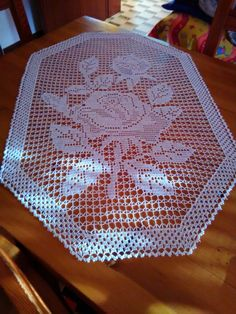 Doily crochet milk color is executed from of cotton threads. Crochet Doily Diagram, Filet Crochet Charts, Crochet Motif, Crochet Designs, Crochet Doilies, Crochet Flowers, Crochet Patterns, Crochet Table Runner, Table Runner Pattern