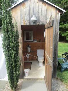 DIY outhouse plans and ideas.A properly managed outhouse is as healthful for everyone and the land as a septic system and is far more than a place to evacuate waste.DIY outhouse with solar Inspiring Outdoor Bathroom Design Inspirations %%pag Outside Toilet, Outdoor Toilet, Outdoor Baths, Outdoor Bathrooms, Outdoor Showers, Outdoor Parties, Indoor Outdoor, Pool Bad, Outhouse Bathroom