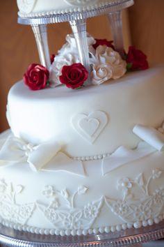 pillar wedding cakes | Wedding cake with pillars | Pillar Wedding ...