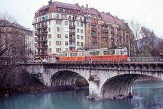 A tram crossing a bridge in Geneva. Image by Alain GAVILLET /CC BY 2.0.