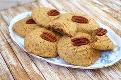 Deze glutenvrije boekweit koekjes zijn te gek: knapperig, vol van smaak en je hebt totaal niet door dat ze glutenvrij (en zonder geraffineerde suiker zijn).