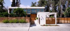 F House by Alroy Hazak Architects | Nice integration of site and home.