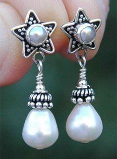 Echtsilber Ohrstecker mit Zuchtperlen. Handmade sterling silver earrings with freshwaterpearls.