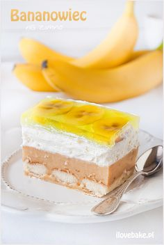 "delicious-food-porn: ""No-Bake Banana Layer Cake (Polish Recipe) "" Polish Desserts, Cold Desserts, Polish Recipes, Food Cakes, Cupcake Cakes, Cupcakes, Banana Recipes, Cake Recipes, Baked Banana"