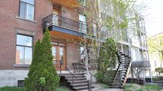Restauration de rampes de fer et balcon Restaurant, Photos, Construction, Cabin, House Styles, Home Decor, Balconies, Banisters, Restoration