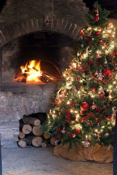 Nothing beats a beautiful tree next to a fire. Leave a if you agree! Christmas Decor Ideas - Happy Christmas - Noel 2020 ideas-Happy New Year-Christmas Christmas Scenes, Noel Christmas, Merry Little Christmas, Country Christmas, Winter Christmas, Christmas Lights, Vintage Christmas, Christmas Decorations, Winter Snow