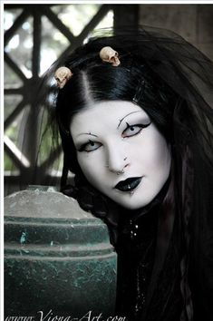 Excellent pale #Goth girl look