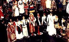 En un Traje de Dama Antañona en Color Balanco Puro, se Presnto Andreina Goetz al Miss Universe 1990 realizado en el Shubert Theatre, Los Ángeles, USA..