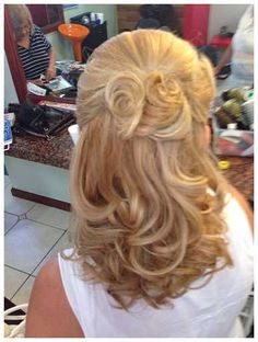 Read This Before You Deal With Mother of the Bride Hair-  You are going to get married soon. We know that you have the best wedding dress for your party ideas. That is not enough. You might forget some things...