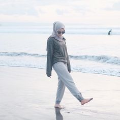 Travel Outfit Casual Summer Simple 35 Ideas # Beach Outfit Hijab Reise O . Hijab Casual, Casual Summer Outfits, Casual Dresses, Wrap Dresses, Ootd Hijab, Beach Dresses, Wedding Dresses, Wedding Hair, Holiday Outfits Women