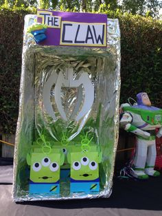The claw toy story, alien buzz