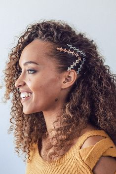 Starburst Metal Bobby Pins - Juanita's Beauty Salon - Starburst Metal Bobby Pins Add some style to your natural curls with the Starburst Bobby Pins set by Kitsch! Click through to shop trendy hair clips and hair pins by Kitsch - Curly Hair Styles, Short Curly Hair, Wavy Hair, Natural Hair Styles, Curly Hair Ponytail, Curly Pixie, Short Curls, Long Hair, Hairstyles With Bangs