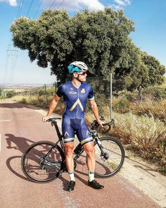 UK based cyclist loves cycling, the gear and other things Cycling Gear, Cycling Outfit, Bike Wear, Hot Guys, Bicycle, How To Wear, Outfits, Madrid, Love