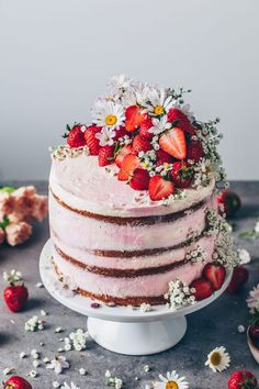 This Strawberry Cream Naked Cake not only looks pretty, but it also tastes incredibly delicious! This Strawberry Cake is made of four soft, pillowy and moist vanilla cake layers with fresh strawberry filling and cream. The perfect dessert for summer! Strawberry Cream Cakes, Strawberry Filling, Strawberries And Cream, Strawberry Jam, Lemon Filling, Vegan Lemon Cake, Vegan Cake, Food Cakes, Pretty Cakes