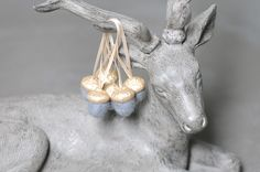 Deko-Objekte - 6 Eicheln Filz Anhänger Filzeicheln gold grau - ein Designerstück von FILZFORM bei DaWanda