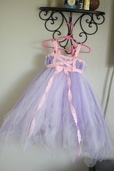 Rapunzel tutu tutorial I changed the colors for my daughter and added some beads, mainly the same idea. Love the outcome. And barely any sewing! My Princess, Princess Party, Tutu Tutorial, Kids Dress Up, Dress Up Costumes, Bow, Baby Sewing, Girl Fashion, Lolita Fashion