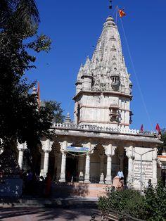 #magiaswiat #podróż #zwiedzanie # indie #blog #azja #zabytki # #swiatynie #shiva #krsna #posagi #slonie #palac #vrindavan Indie, Shiva, Tower, Building, Blog, Travel, Rook, Viajes, Computer Case