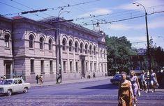 Milițianul la borcan, o specie dispărută de care probabil nu știai   Bucurestii Vechi si Noi Bucharest Romania, Back In Time, Socialism, Old City, Verona, Street View, Memories, Urban, Country