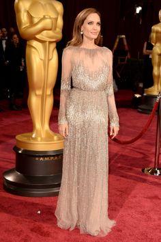 Angelina Jolie http://juliapetit.com.br/moda/oscar-clarinhas/