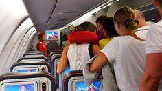 ❝ Explican por qué es peligroso dormir en el avión ❞ ↪ Vía: proZesa