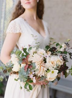A gorgeous bouquet | Organic & refined elopement on the Cornwall Cliffs via Magnolia Rouge