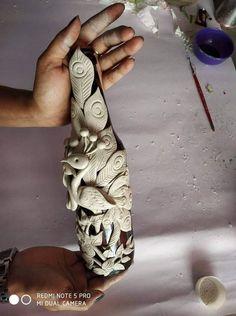 me ~ Garrafa decorada com cerâmica Glass Bottle Crafts, Wine Bottle Art, Painted Wine Bottles, Diy Bottle, New Crafts, Clay Crafts, Festive Crafts, Clay Art Projects, Polymer Clay Projects