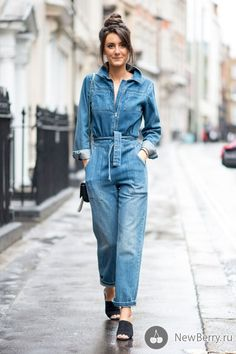 Street Style, London Fashion Week: 30 Gorgeous Beauty Looks - FASHION Magazine… I see London, I see France. London Fashion Week wraps up tomorrow and before we head to Milan, we're roundi Look Jean, Denim Look, Jean On Jean, London Fashion Weeks, Jeans Jumpsuit, Jumpsuit Outfit, Outfit Jeans, Combi Jean, Jean Outfits