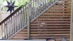 Superb Deck Design Cool Deck Skirting Ideas for Every Home & Yard - Find and save ideas about Deck skirting ideas in this article. Outside Stairs, Outdoor Stairs, Deck Stairs, Deck Railings, Cool Deck, Diy Deck, Small Garden Pergola, Curved Pergola, Modern Pergola