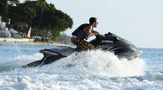 Nathan andando de jet ski em Barbados