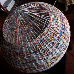 Weave a paper basket lampshade