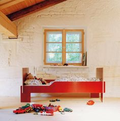 Spross toddler bed by Christoffer Martens