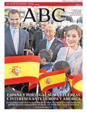 Unos 150 invitados asistieron a la cena de gala que el presidente de Portugal ofreció anoche en honor de los Reyes en el Palacio de los Duques de Braganza
