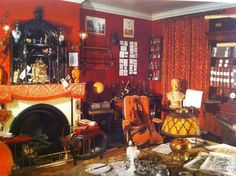 "The Reichenbach Irregulars - die Schweizer Sherlock Holmes-Gesellschaft. Reconstruction of the sitting room of Baker Street in the museum at ""Maison Rouge"", Lucens (since Victorian Rooms, Victorian House Interiors, Victorian Life, Sherlock Holmes, Study Room Design, Cottage In The Woods, 221b Baker Street, Room Themes, Beautiful Interiors"