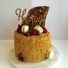Golden Gaytime Cake Golden Cake, Homemade Birthday Cakes, Drip Cakes, Sweet Cakes, No Bake Desserts, Cake Cookies, Beautiful Cakes, Cake Designs, Tarts