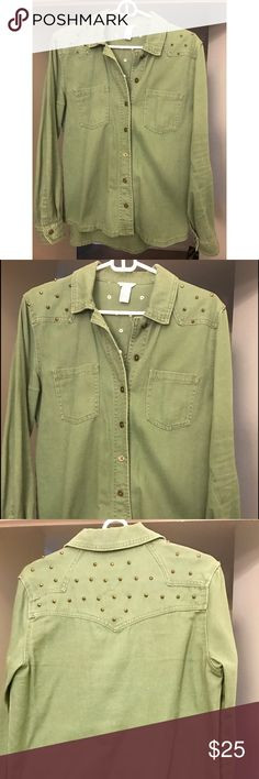 Olive Green Studded Utility Jacket Olive Green Studded Utility Jacket! Studs are a rusted brass gold color. Can make any outfit cool, casual and edgy. Only worn a few times, in great condition! Boyfriend fit! Forever 21 Jackets & Coats Utility Jackets