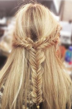 Love this half-up style with a fishtail braid