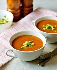 Острый суп-пюре из фасоли с авокадо