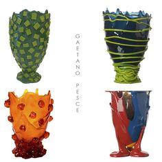 Vasos de resina super coloridos, material que se tornou a assinatura do designer Gaetano Pesce. http://www.marcheartdevie.com.br/produtos/acessorios/vaso-amazonia-large-multicolor-red-feet/
