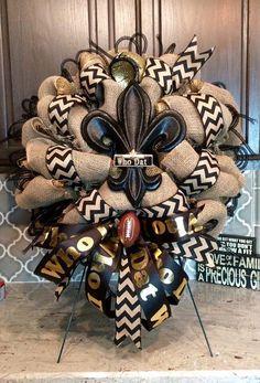 Football Team Wreaths, Sports Wreaths, Soccer Wreath, Football Decor, Saints Football, Football Season, College Football, Christmas Mesh Wreaths, Deco Mesh Wreaths