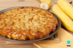 Tarte tatin: e se la facessimo con le banane? Chili Recipes, Snack Recipes, Best Slow Cooker Chili, Banana Madura, Caramelized Bananas, Pie Crumble, Banana Recipes, Cookies Et Biscuits, Perfect Food