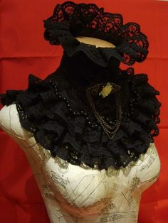 Victorian collar in black cotton, trimmed with black lace & a Victorian lace filigree cameo brooch